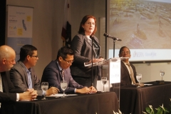 At center, Aera Energy President and CEO Christina Sistrunk discusses the agreement with GlassPoint Solar to develop Belridge Solar. Seated from left to right: Kern County 1st District Supervisor David Couch, Assemblyman Rudy Salas (D-Bakersfield), Assemblyman Vince Fong (R-Bakersfield) and acting GlassPoint CEO Ben Bierman.